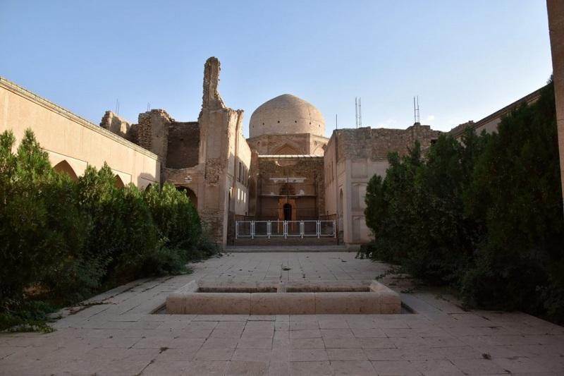 خانقاه, جدایی صوفیه از شریعت, خانقاه در برابر مسجد